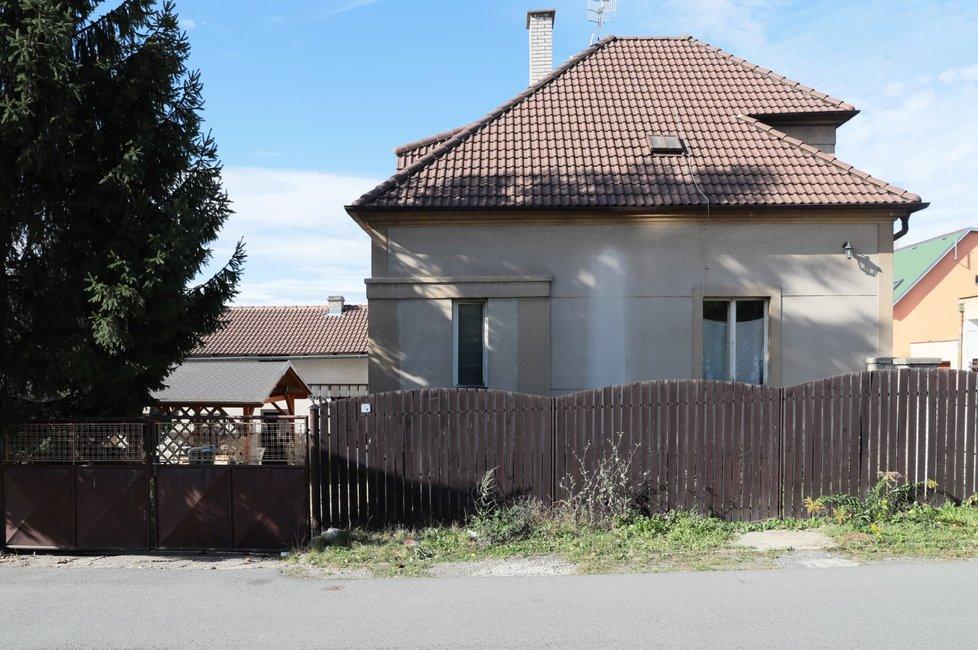 Chata v Řeporyjích, kterou Paroubek přepsal na syna.
