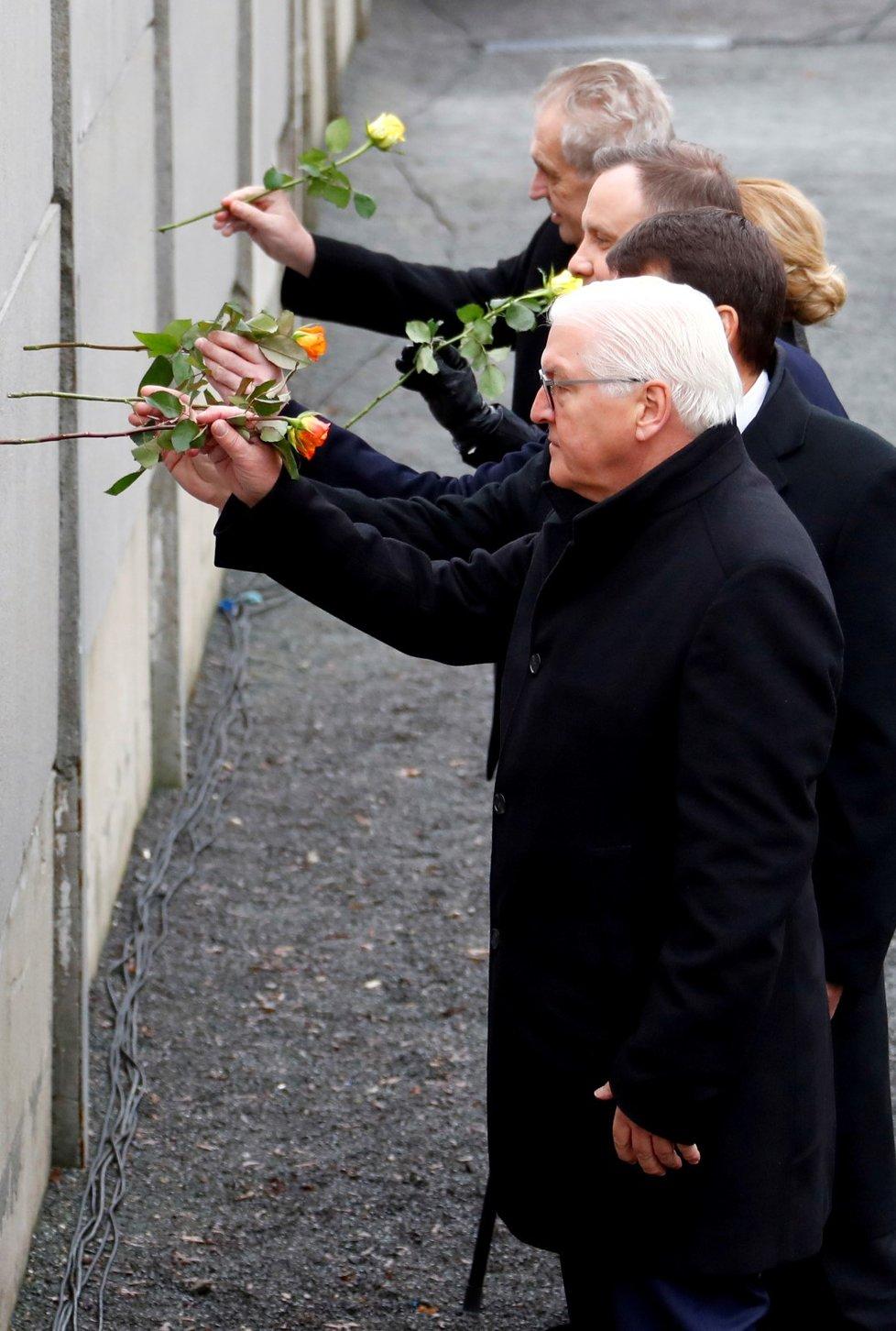 Slovenská prezidentka Zuzana Čaputová, prezident Miloš Zeman, polský prezident Andrzej Duda, maďarský prezident János Ader a německá hlava státu Frank-Walter Steinmeier na oslavách 30 let od pádu Berlínské zdi.