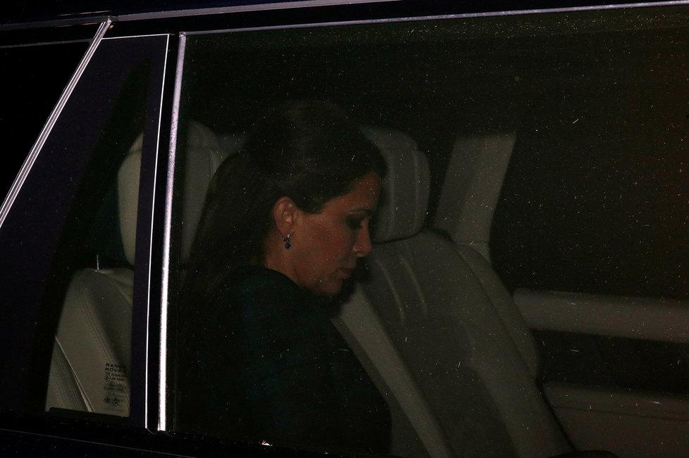 Zachmuřená princezna Hajá dorazila k soudu, s mocným manželem se soudí o děti a miliardy.