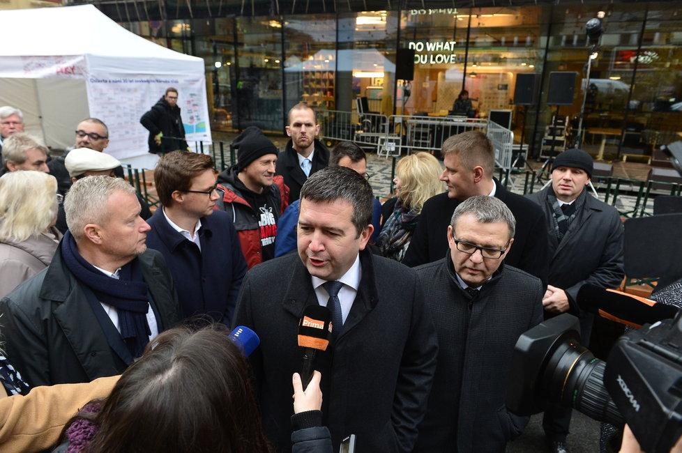 Ministr vnitra Jan Hamáček (ČSSD) při oslavách 30 let svobody na Národní třídě (17.11.2019)