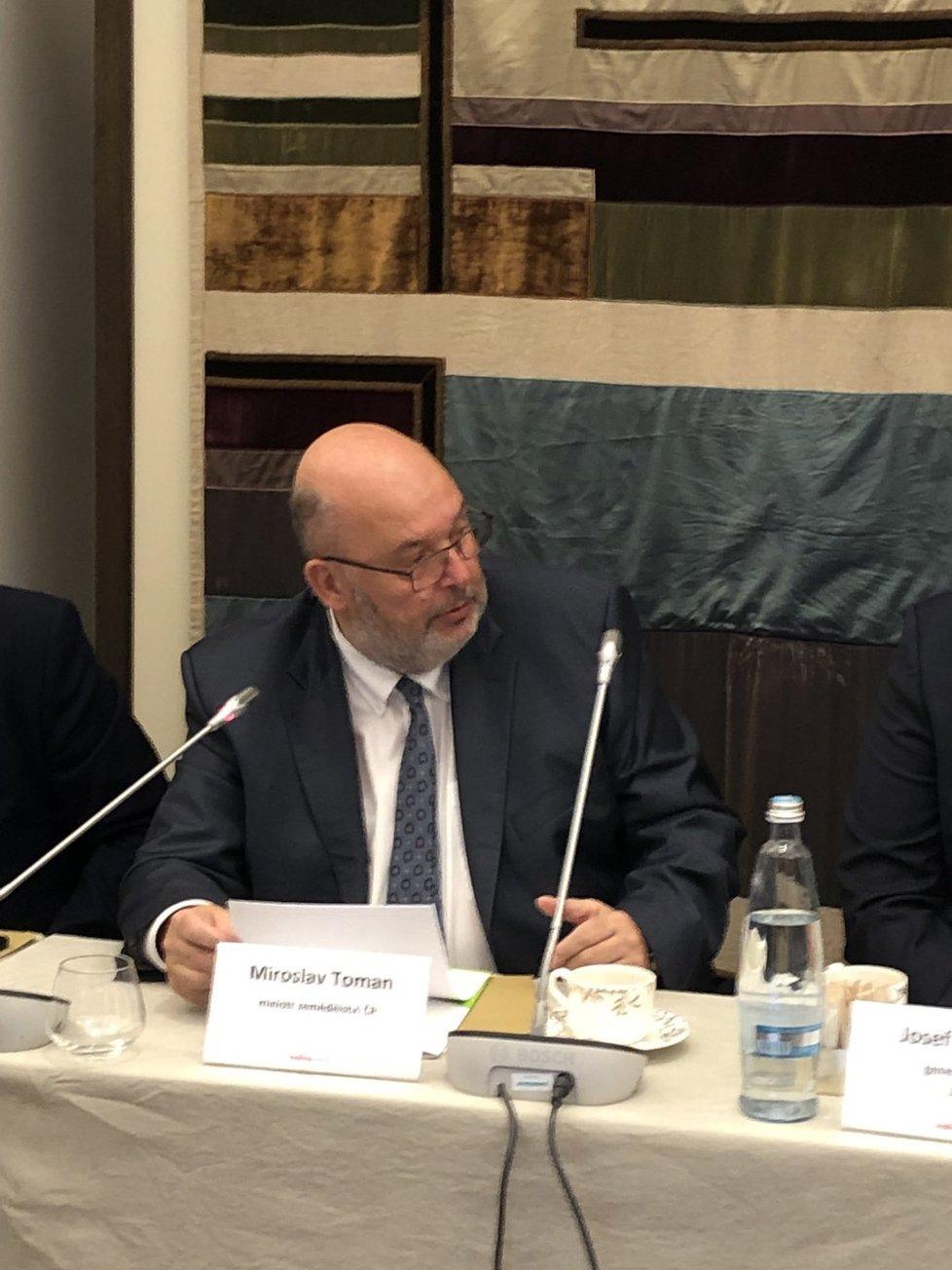 Ministr zemědělství Toman na konferenci lesy vs. kůrovec
