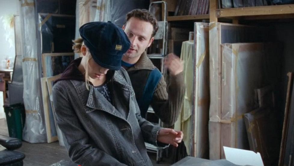 Chyby ve filmu Láska nebeská: Juliet a krabička s koláčem