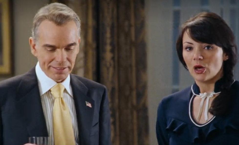 Chyby ve filmu Láska nebeská: A zase ta kravata...