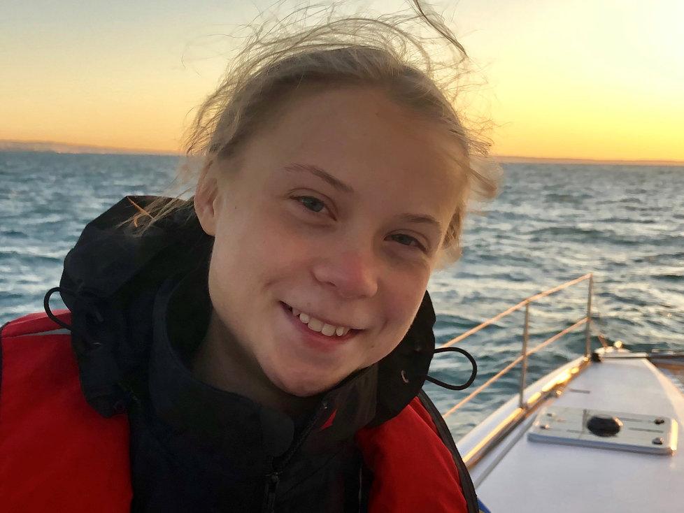 Švédská aktivistka Greta Thungergová dorazila po 3 týdnech na moři do Evropy. (3.12.2019)
