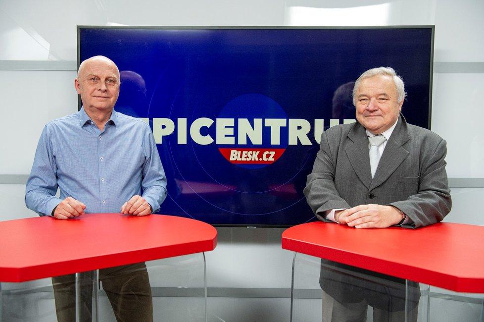 Hasičský expert na výbuchy Václav Kratochvíl a statik Jan Bořek (zleva) byli hosty pořadu Epicentrum 9. 12. 2019.