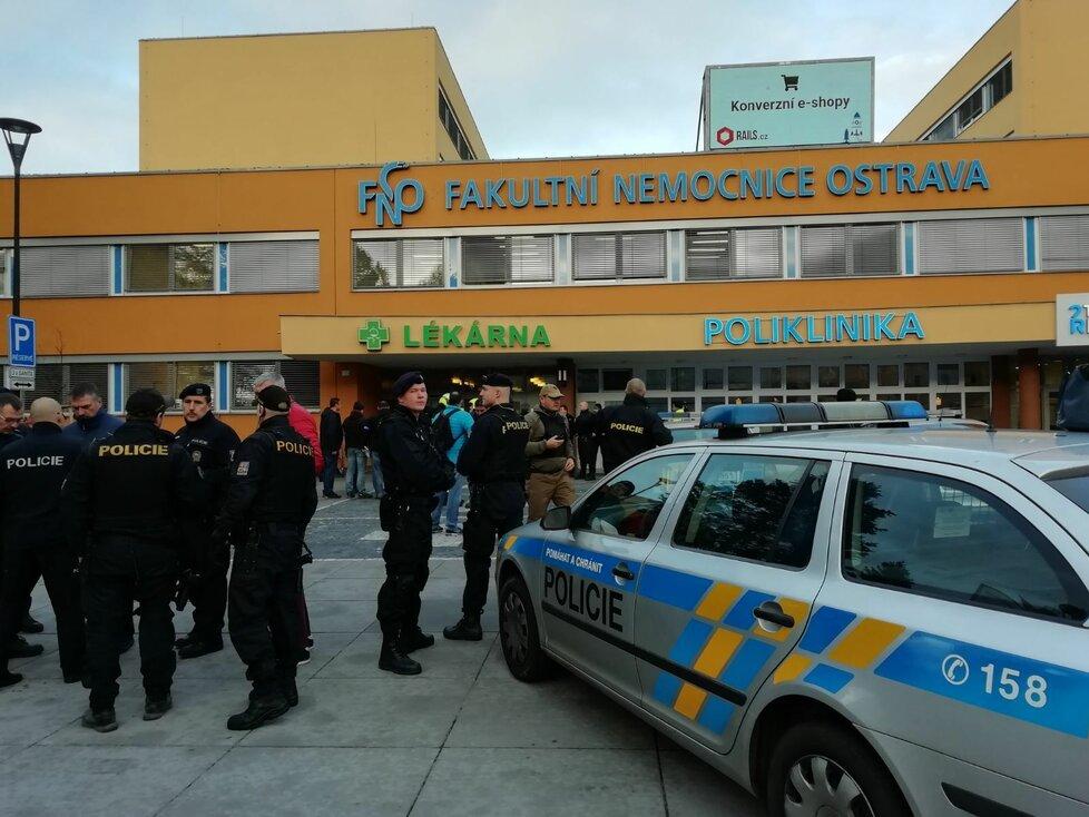 Střelba v ostravské nemocnici má podle předběžných informací několik obětí.