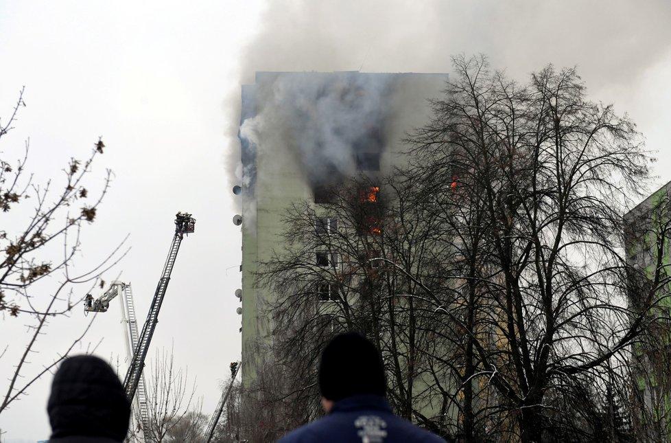 Dvanáctipatrový dům v Prešově 6. prosince poničil výbuch plynu a požár. Při neštěstí zemřelo nejméně sedm lidí.