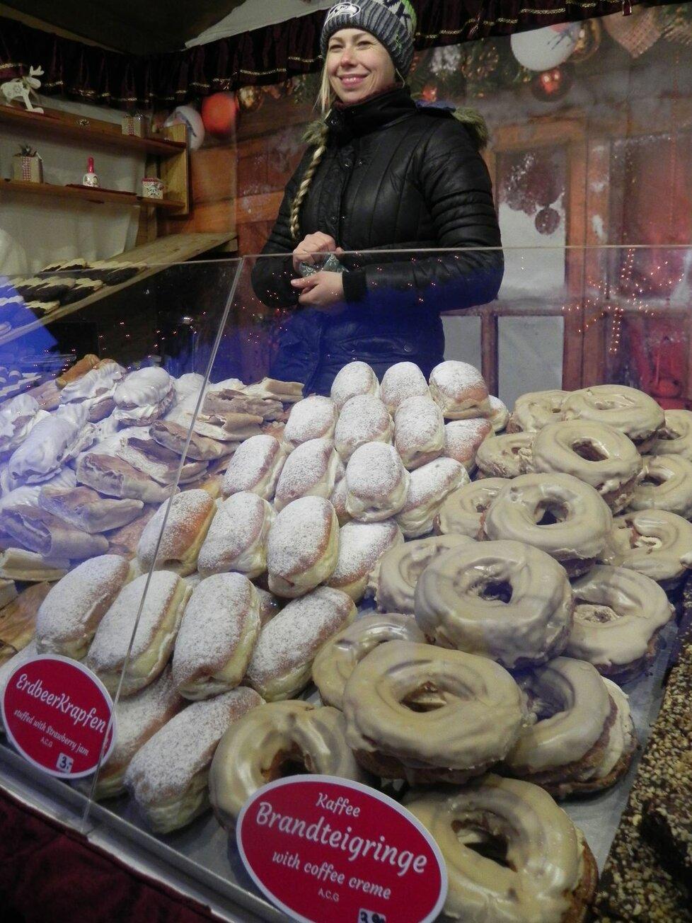 Vídeňské adventní trhy, to je i nepřeberné množství sladkostí.