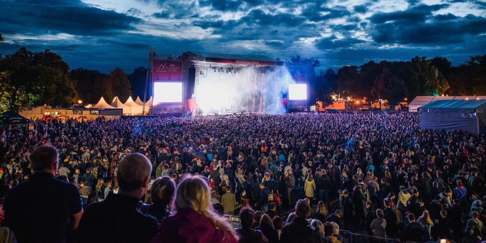 Metronome festival: první velký popový a rockový festival konaný v Praze pro všechny věkové i žánrové posluchačské vrstvy, s akcentem na to nejaktuálnější z hudební současnosti i to nejživotnější z minulosti.