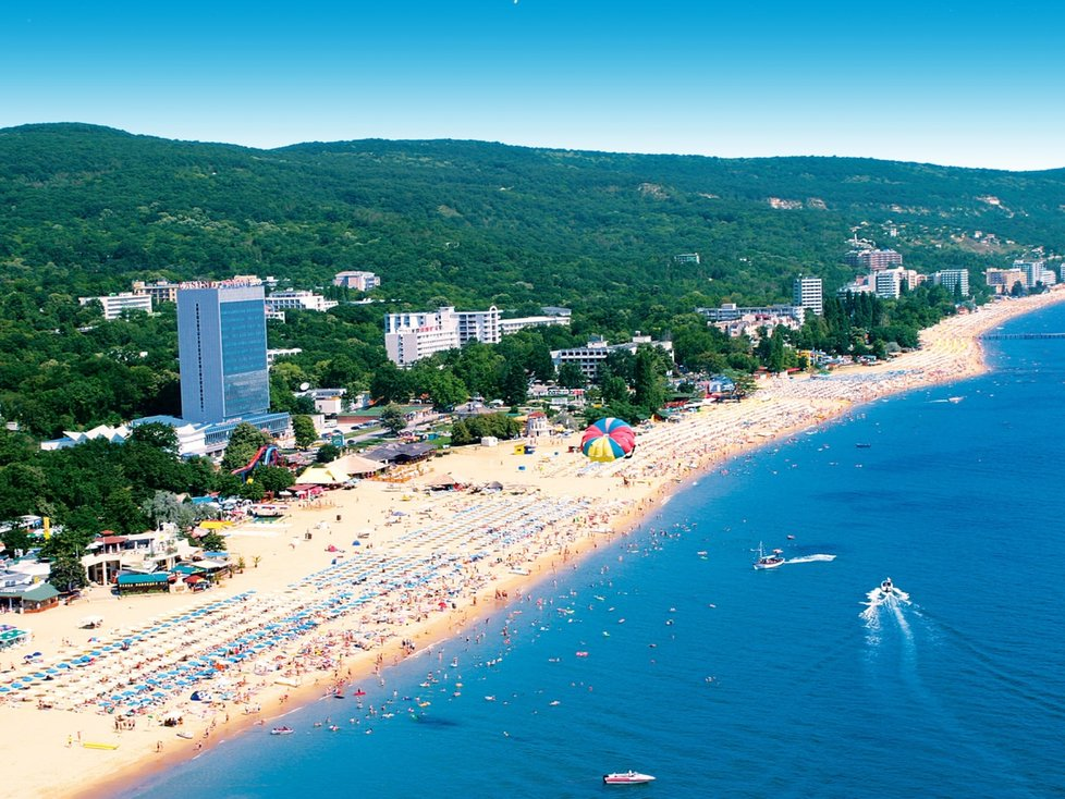Zlaté písky s dlouhými, písčitými plážemi a rušnými středisky.