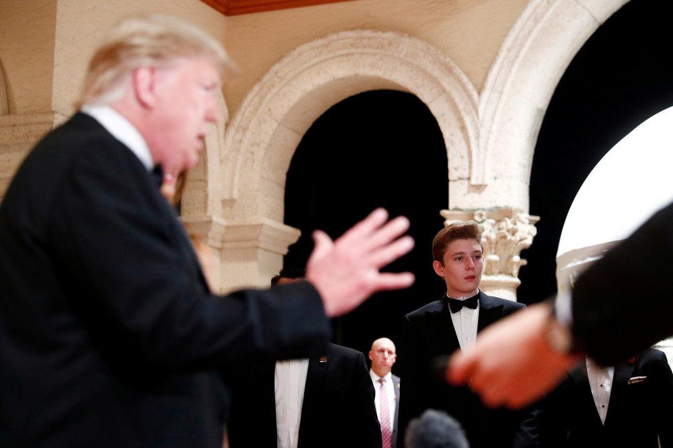 Projevu svého otce přihlížel i Barron Trump, (31.12.2019).