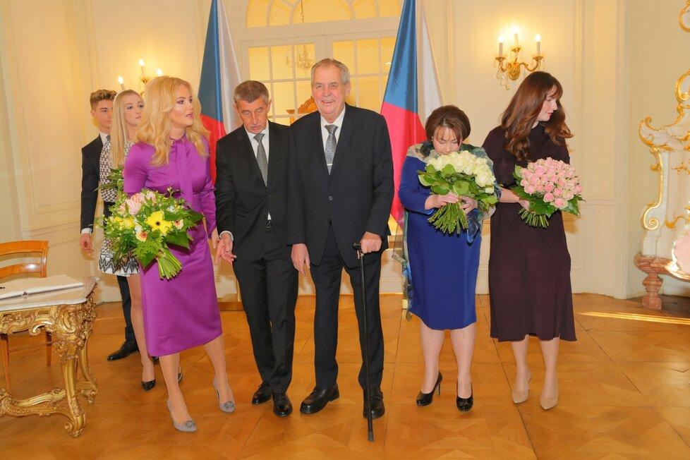 Prezident Miloš Zeman pozval k novoroční tabuli kromě premiéra a manželek také děti.