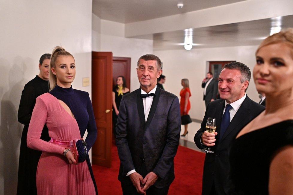Andrej Babiš vzal kromě manželky Moniky do Státní opery i dceru Vivien. (5.1.2020)