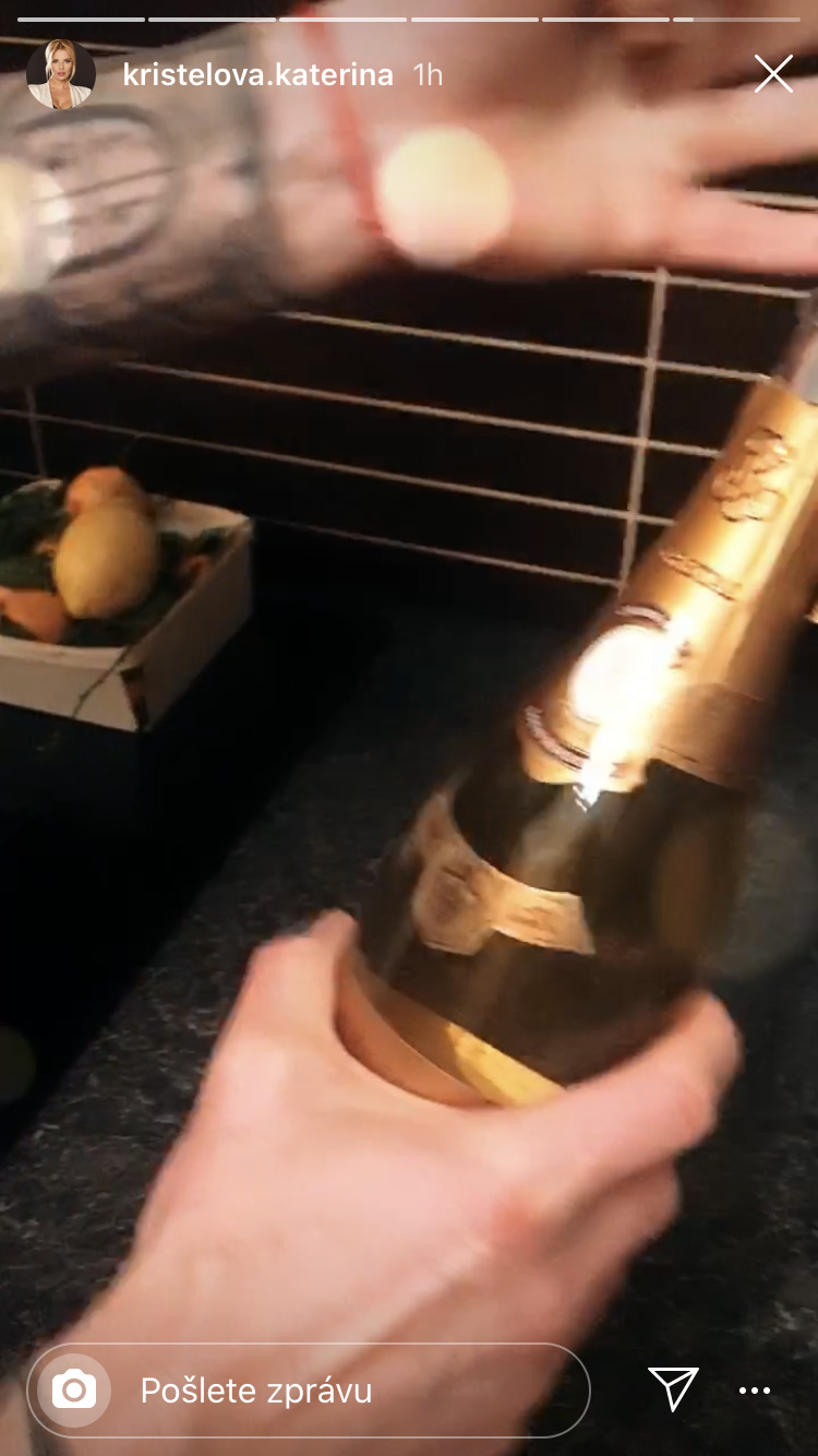 Láhev šampaňského na oslavu