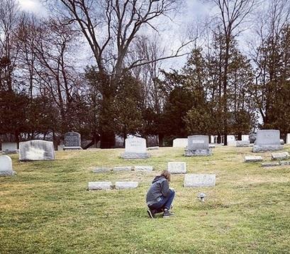 Ric Ocasek má místo náhrobku houbu