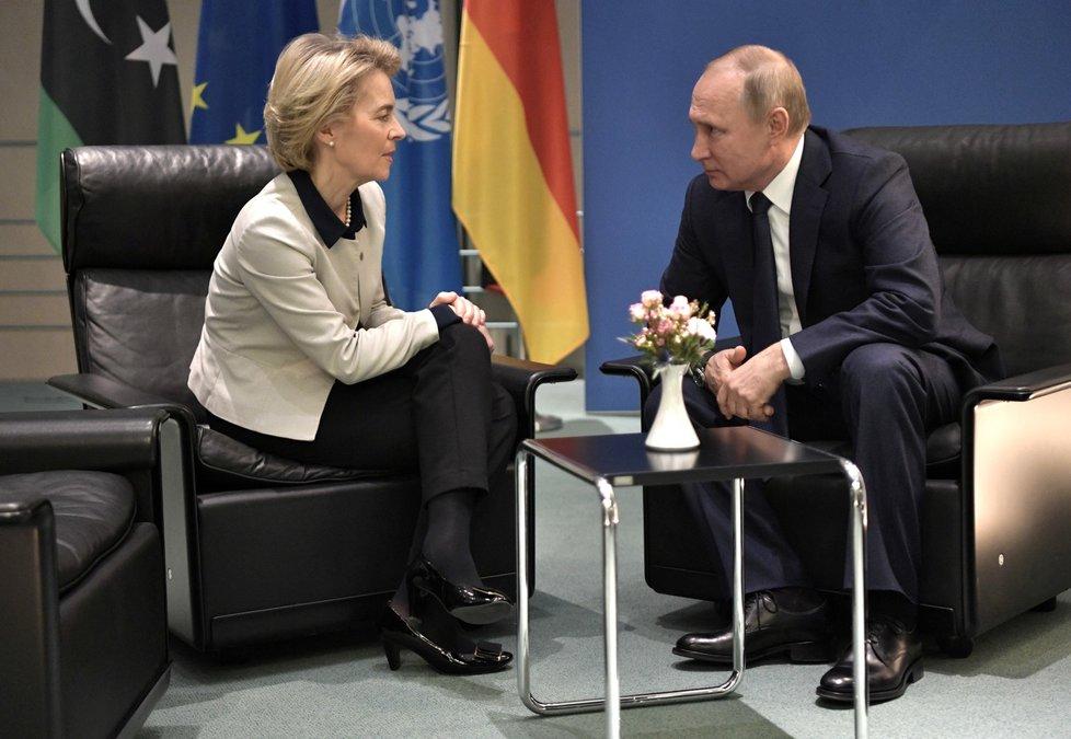 Ruský prezident Vladimir Putin a předsedkyně Evropské komise Ursula von der Leyenová na berlínské konferenci o Libyi (19. 1. 2020)