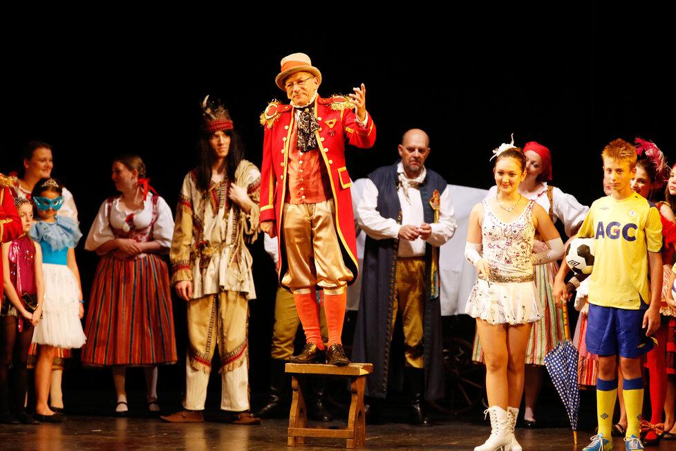 Jaroslav Kubera v roli principála v Prodané nevěstě v teplickém divadle