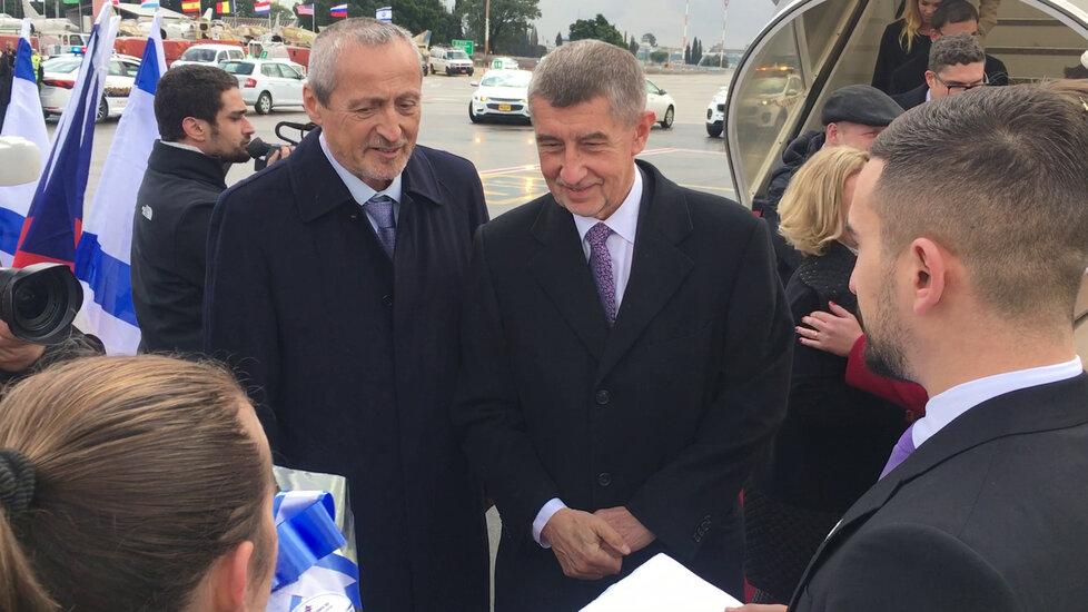 Premiéra Andreje Babiše (ANO) přivítal po příletu do Izraele velvyslanec Martin Stropnický