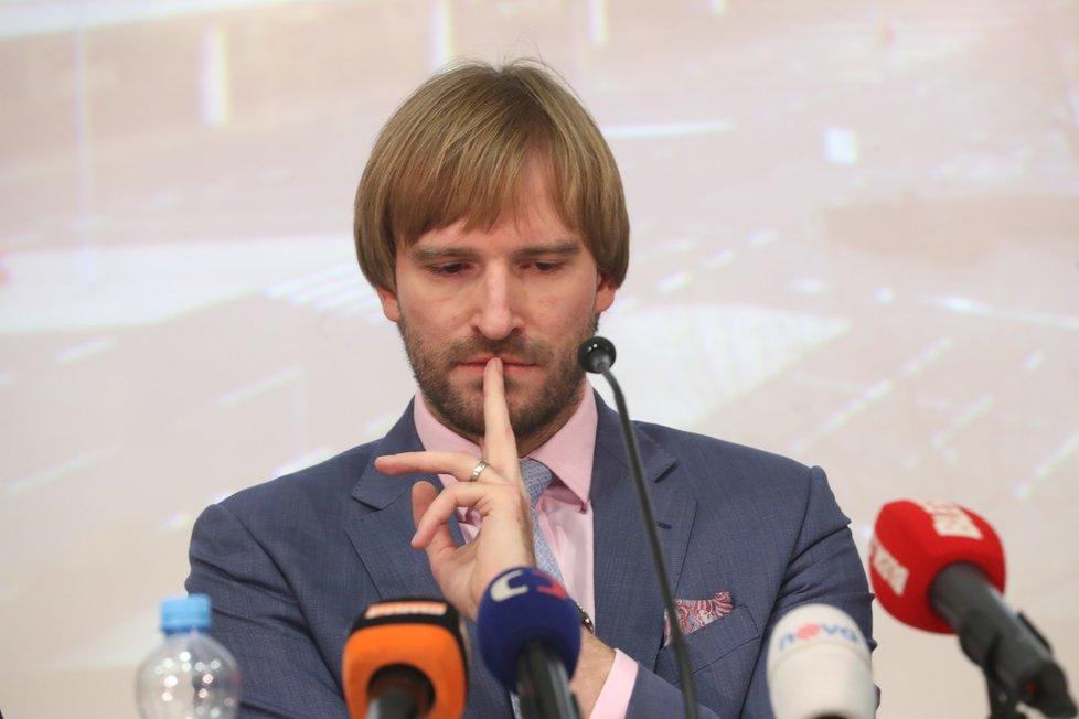 Ministr zdravotnictví Adam Vojtěch na mimořádné tiskové konferenci k opatřením kvůli koronaviru. (26.1.2020)