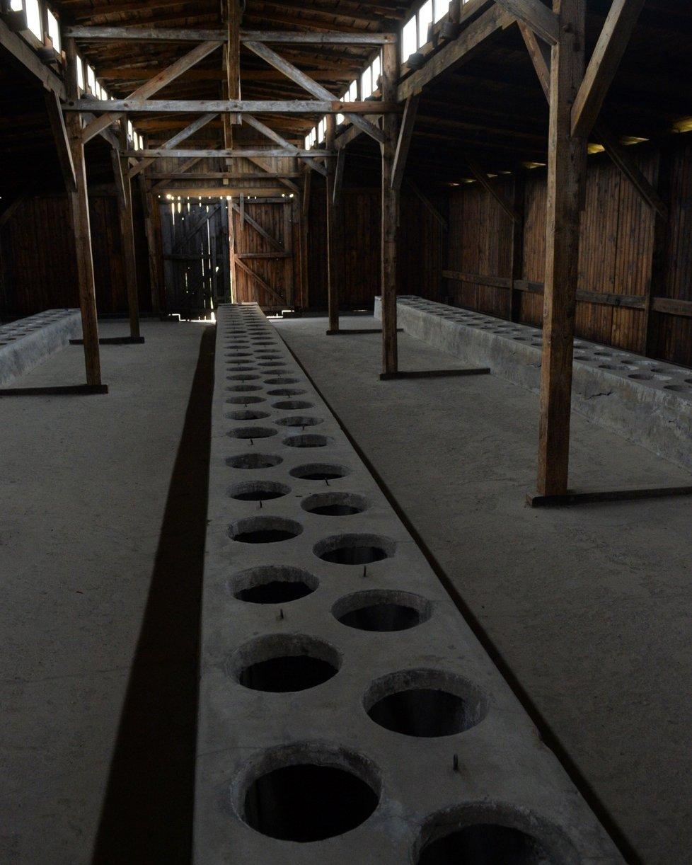 Toalety vězňů v koncentračním táboře Osvětim