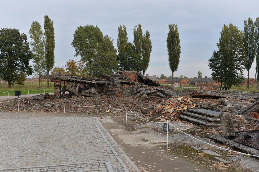 Pozůstatky plynové komory v Osvětimi - Němci nechaly všechny srovnat se zemí ještě před příjezdem osvobozenecké armády, aby zahladili stopy
