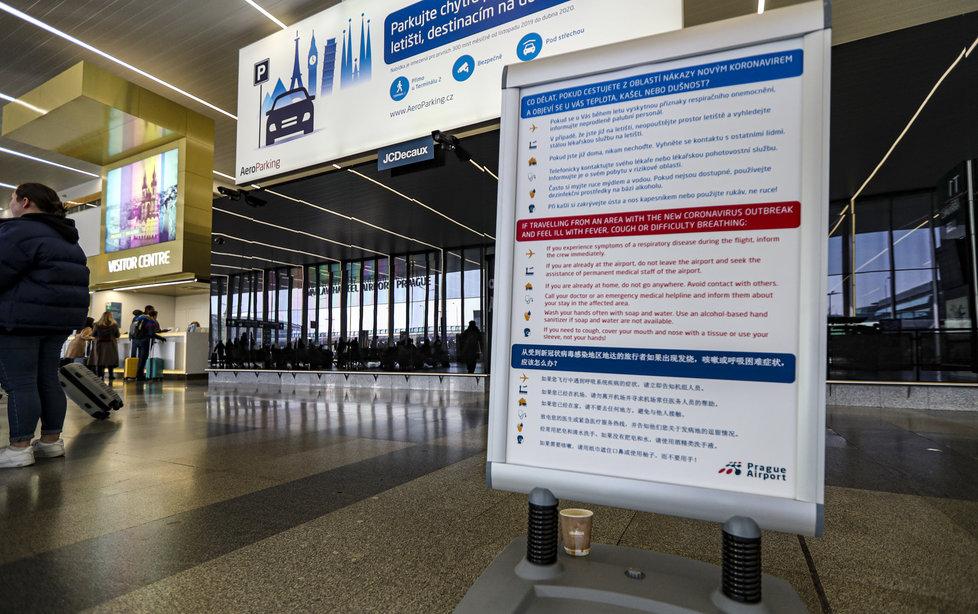 Opatření kvůli koronaviru přijalo i Letiště Václava Havla, instalovány byly informační cedule (27.1.2020)