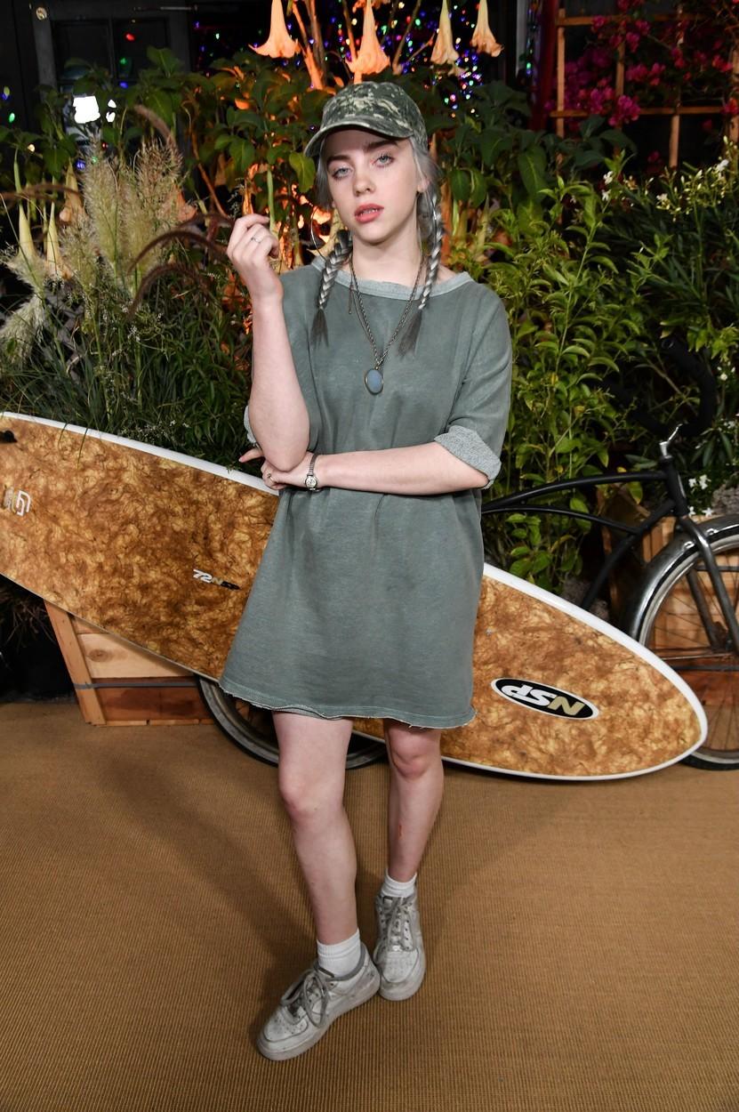 Billie Eilish na sebe strhává pozornost i díky nevídanému stylu oblékání.