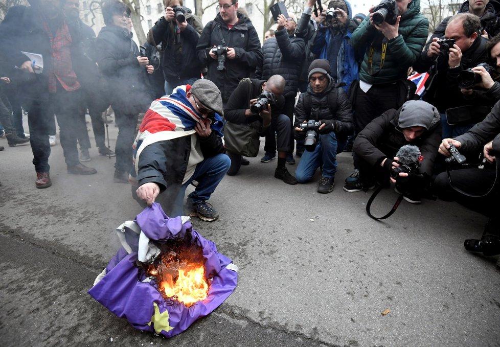 Odpůrci Evropské unie oslavují brexit. (31. 1. 2020)