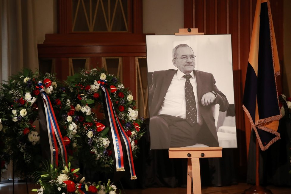 Poslední rozloučení s předsedou Senátu Jaroslavem Kuberou. (3. 2. 2020)