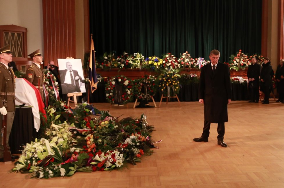Na smuteční rozloučení s předsedou Senátu Jaroslavem Kuberou do Teplic dorazil i předseda vlády Andrej Babiš (ANO). 3. 2. 2020