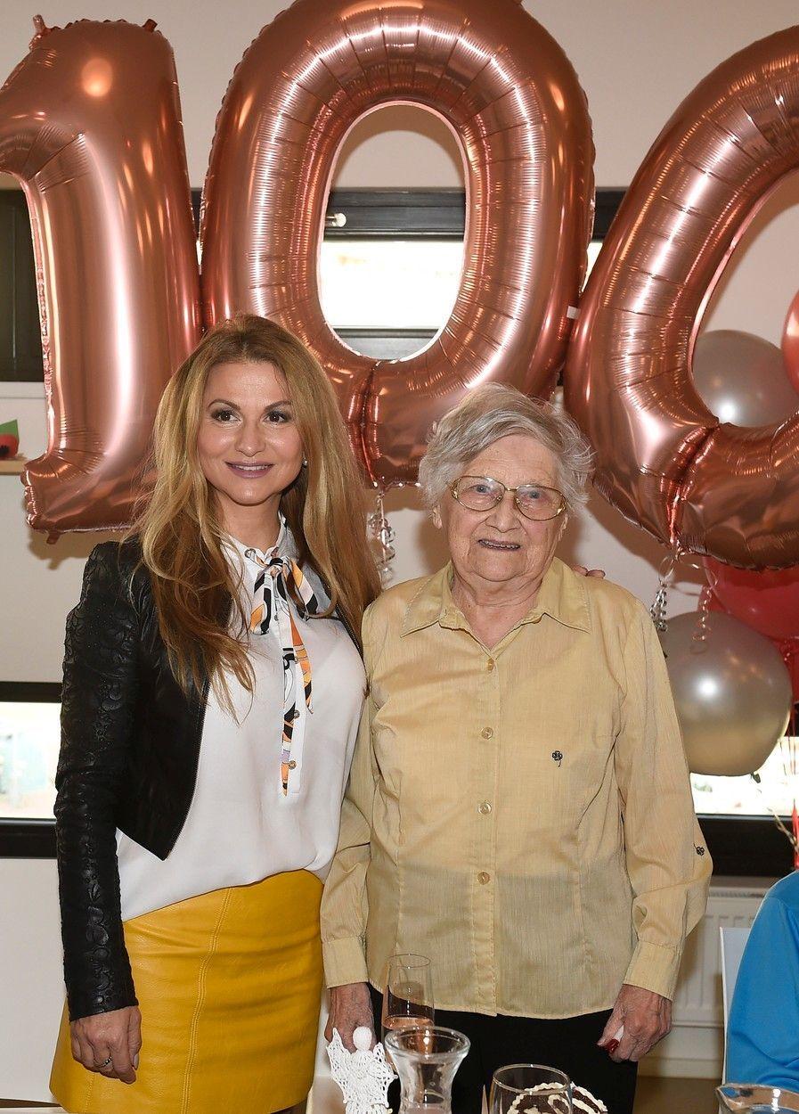 Yvetta Bllanarovičová popřála paní Eleonoře k 100. narozeninám