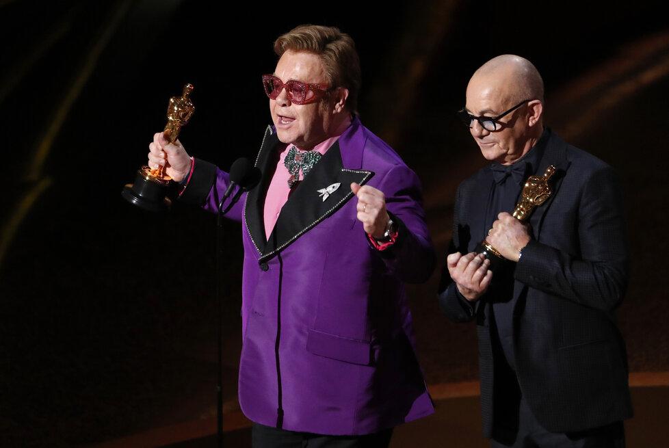 Elton John má Oscara za píseň v Rocketmanovi