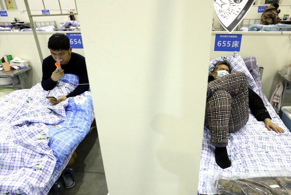 Čínské kongresové centrum Wu-chan Parlour bylo přeměněno na provizorní nemocnici.