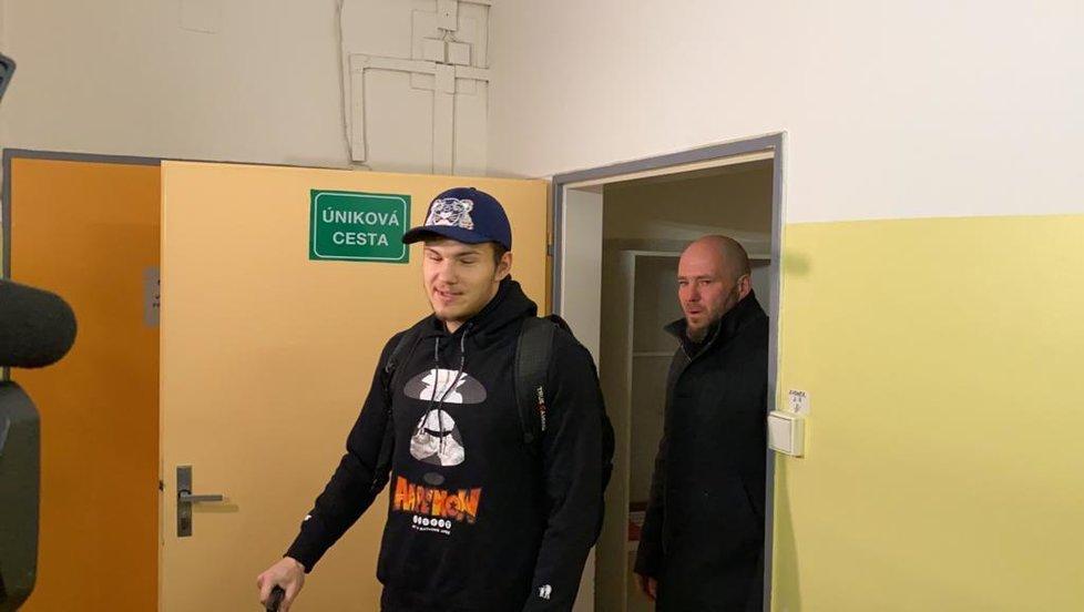 Čech Dan Pekárek opustil karanténu na Bulovce, ve které byl kvůli vyšetřením na koronavirus (17. 2. 2020).