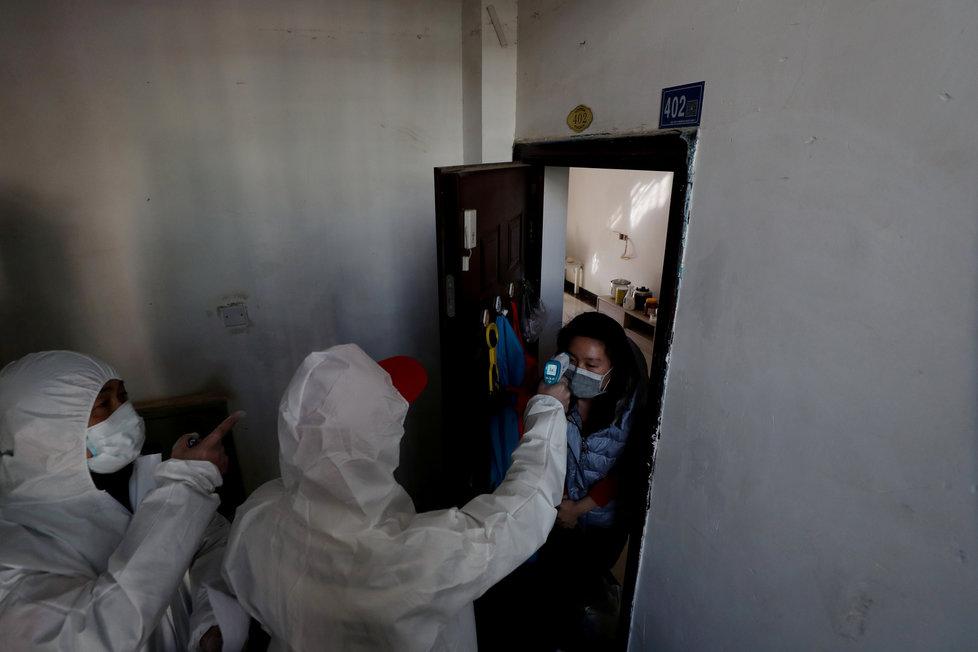 Zdravotnický personál v ohnisku nákazy Wu-chanu: Virus chytila i řada lékařů, zdravotních sester a další personál nemocnic či provizorních zařízení pro nemocné