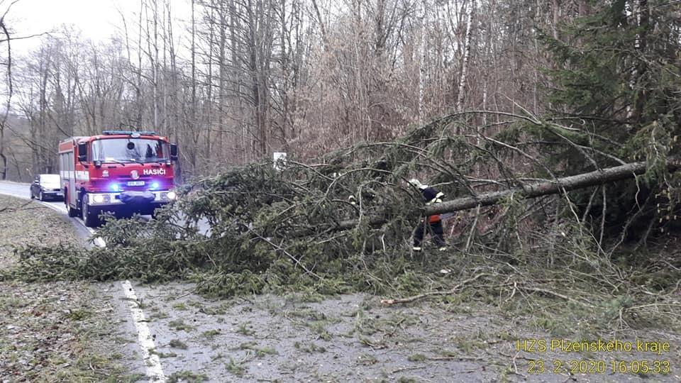 Kvůli orkánu Yulia měli hasiči v Plzeňském kraji stovku výjezdů.