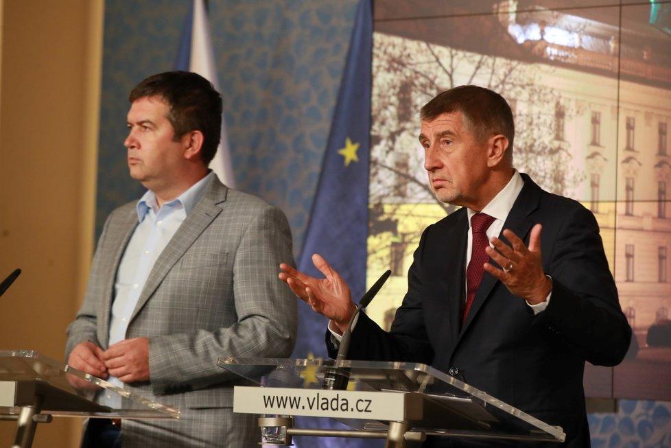 Premiér Andrej Babiš a vicepremiér Jan Hamáček po jednání Bezpečnostní rady státu. (25.2.2020)