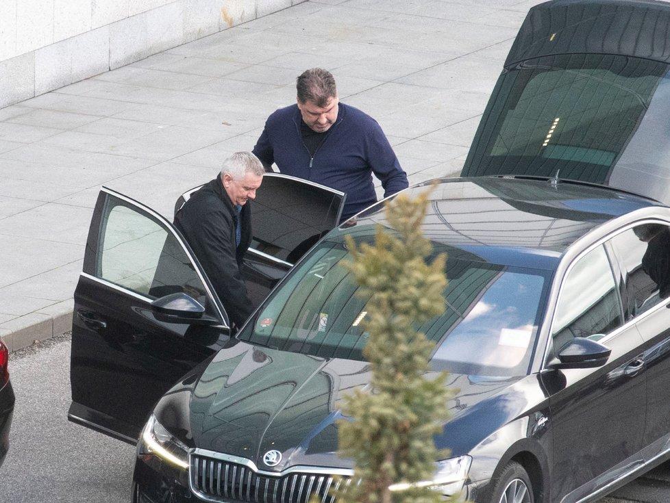 Hradní kancléř Vratislav Mynář a poradce prezidenta Miloše Zemana Martin Nejedlý po návratu z Číny, odkud se šíří koronavirus