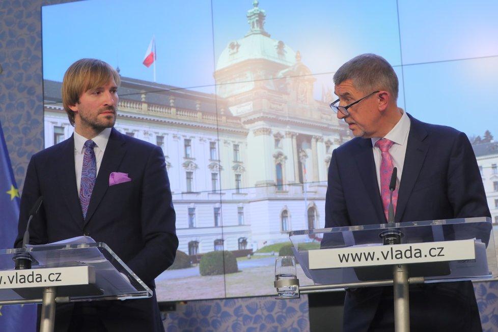 Premiér Andrej Babiš (ANO) a ministr zdravotnictví Adam Vojtěch (za ANO) vystoupili 28. února 2020 v Praze na tiskové konferenci k aktuální situaci v souvislosti s výskytem koronaviru v Evropě.