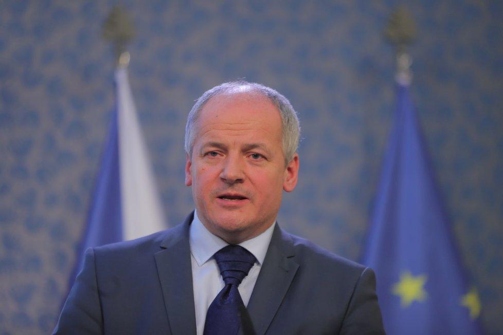 Náměstek ministra zdravotnictví Roman Prymula ve Strakově akademii, kde odpovídal na otázky k nové nákaze Covid-19 (28.02.2020)