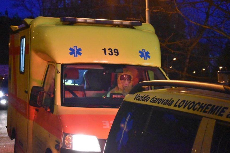 Na pražskou Bulovku byl z Ústí převezen pacient nakažený koronavirem. Vrátil se z lyží v Itálii (1. 3. 2020).