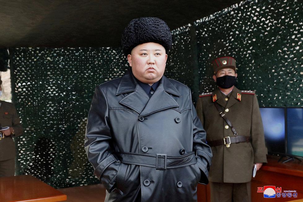 Poslednímu odpalu raket přihlížel i Kim Čong-un (2. 03. 2020).