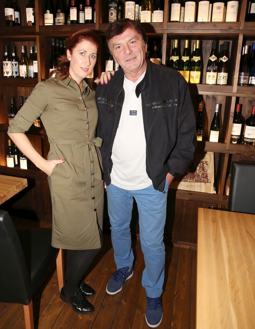Pavel Trávníček (69) a Monika Fialková (34), rozdíl 35 let