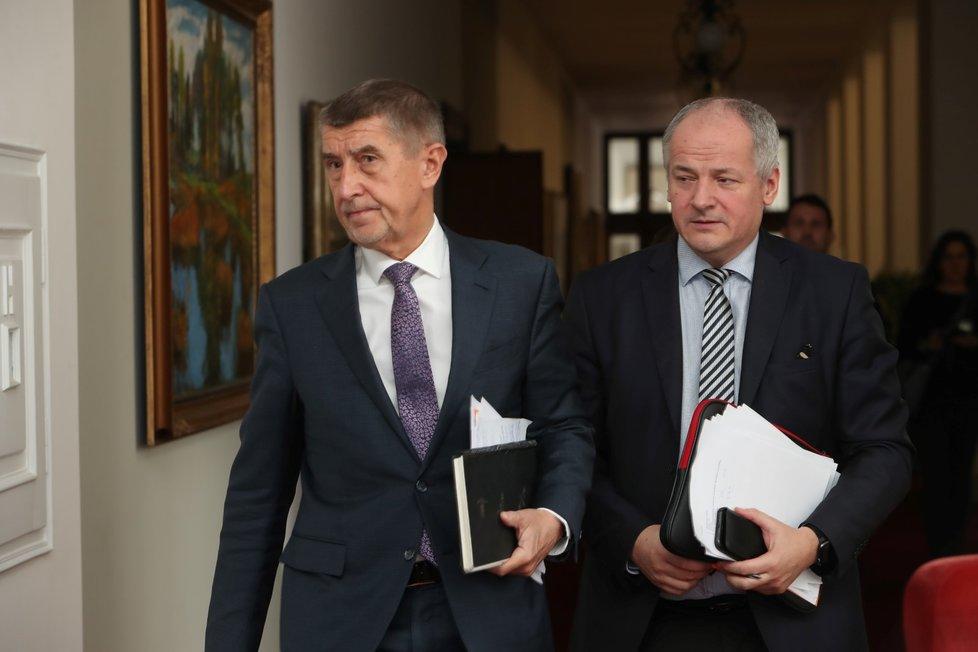 Premiér Andrej Babiš (ANO) a náměstek ministra zdravotnictví Roman Prymula vyzvali před jednáním s hejtmany občany, aby po návratu z Itálie zůstali v domácí karanténě (6. 3. 2020)