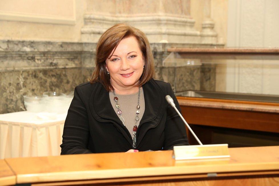 Vicepremiérka Alena Schillerová na začátku zasedání ministrů s hejtmany. Hlavním tématem je dopad koronaviru na kraje (6. 3. 2020)
