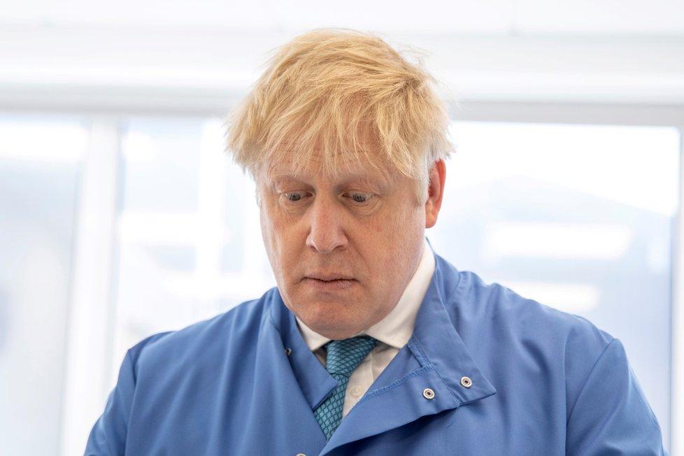 Britský premiér Boris Johnson na návštěvě laboratoře Mologic zabývající se zkoumáním koronaviru