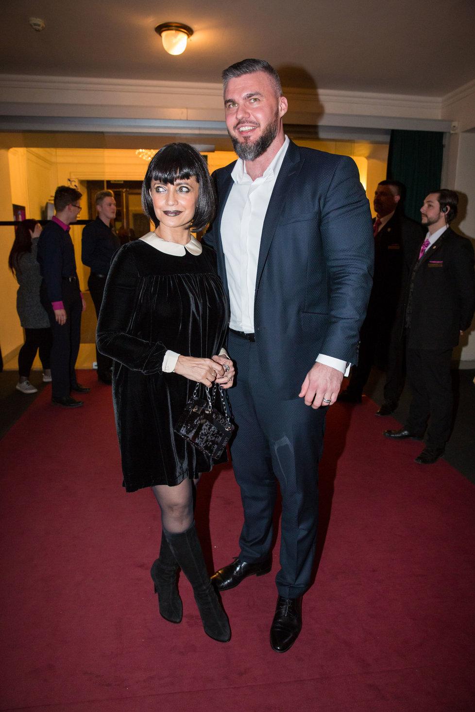 Lucie Bílá s partnerem Radkem Filipim na obnovené premiéře muzikálu The Addams Family.