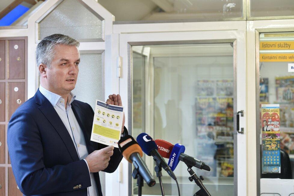 Generální ředitel České pošty Roman Knap seznámil novináře s opatřeními ve firmě kvůli koronaviru. (11.3.2020)