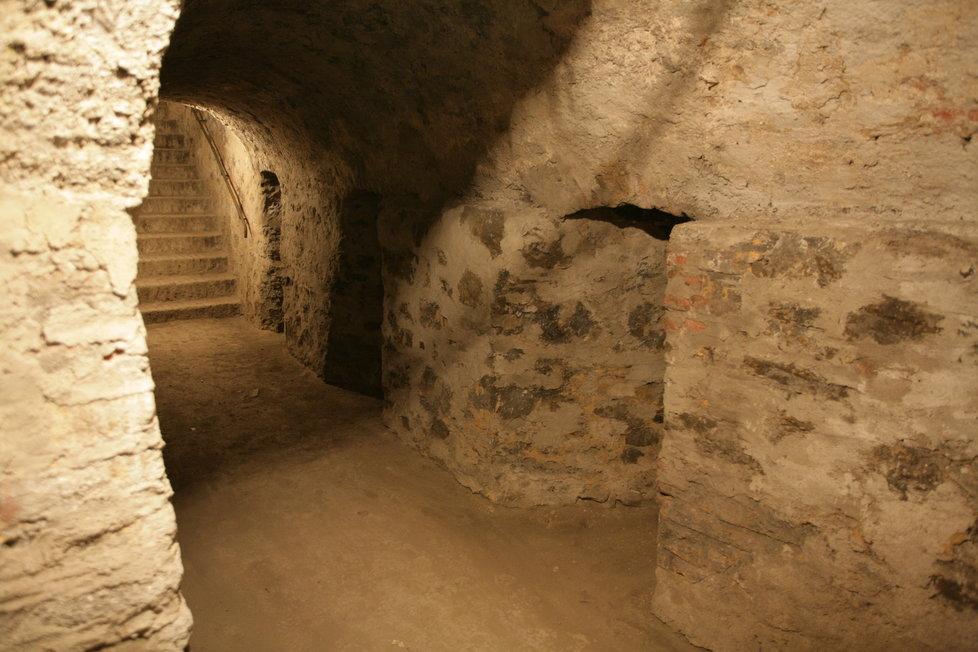 Střílny vyšehradských kasemat byly budované výhradně pro leváky.