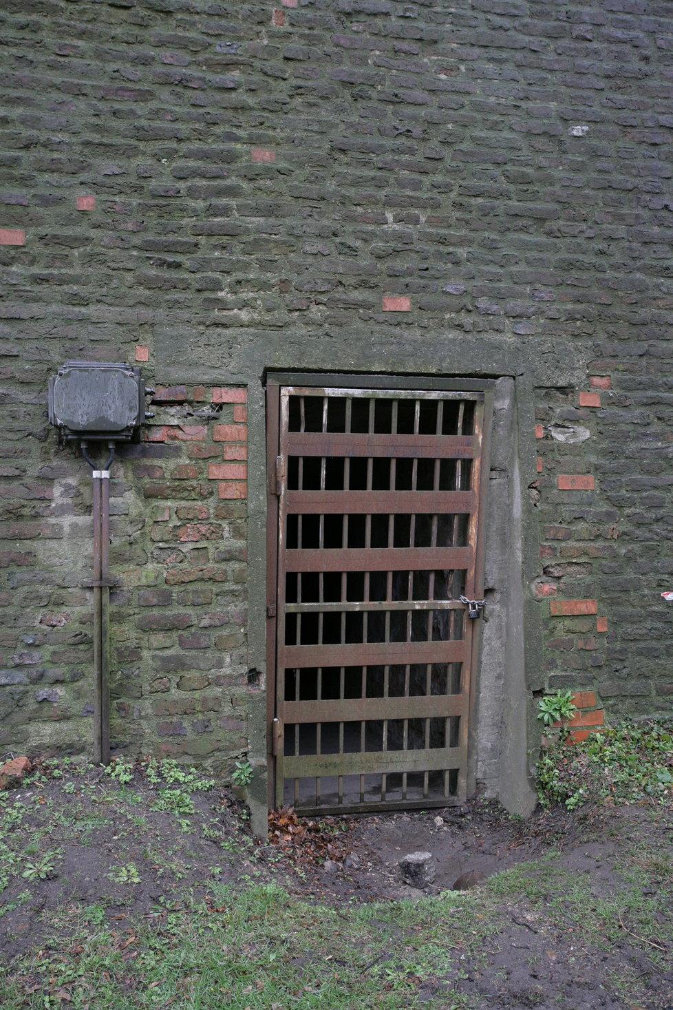 Podhradní vstup do Podolských kasemat. Druhý vchod se nachází uvnitř citadely a byl dlouhá léta zasypán.